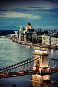 lodí po Dunaji